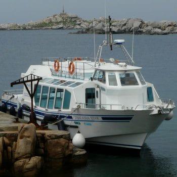 bateau avec panneaux de vision sous marine