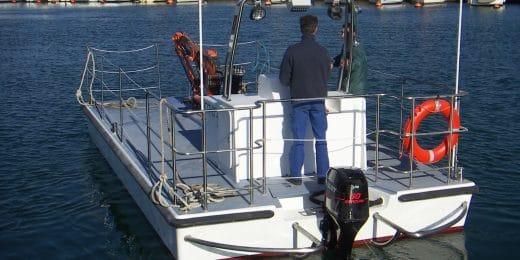 constructeur de bateaux de servitude et barges portuaires