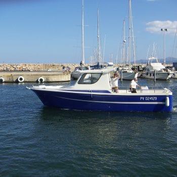 bateau de plaisance martinez 4 à 6 places sur l'eau