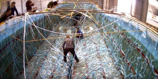 Coque de bateau en polyester en chantier