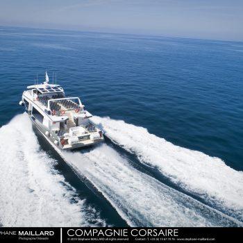 vedette de transport passager corsaire d'émeraude en mer